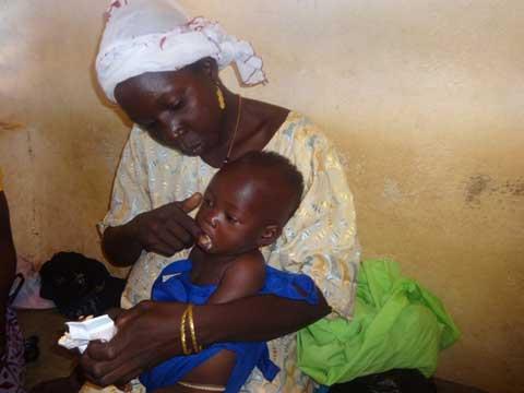 Lutte contre la malnutrition aiguë sévère: Des journalistes au contact des actions terrain de Save the children