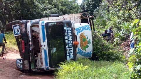 Orodara: Un camion chargé de manguiers et d'enfants se renverse et fait trois morts