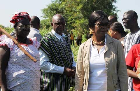Production de légumineuses au Nord: La première dame a visité des champs de niébé