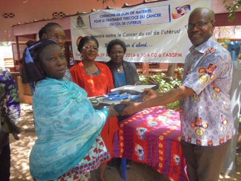 Lutte contre le cancer du col de l'utérus: Le Rotary club de Ouagadougou a fait un don aux sages- femmes