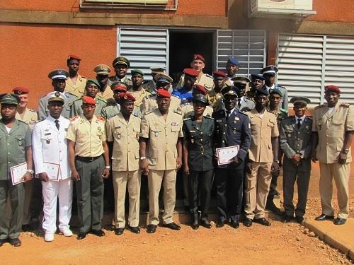 Ecole militaire technique de Ouagadougou: 22 stagiaires de 17 pays désormais qualifiés en logistique