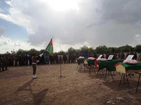 Attaque d'Intagom: La pluie a accompagné les quatre militaires à leur dernière demeure