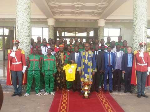 Tour du Faso 2016: Le président du Faso encourage les Etalons cyclistes