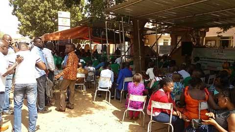 Sit-in des agents des impôts et des domaines: Le syndicat campe dehors, la police veille à l'intérieur