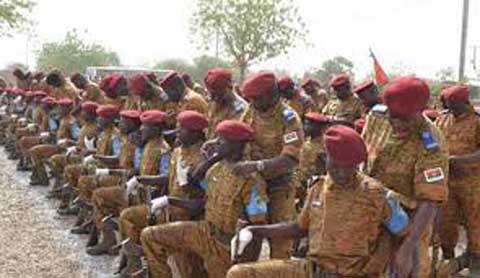 Forces armées nationales: Le statut général et les conditions d'avancement des personnels relus