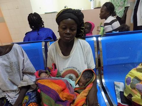 Santé: Une équipe de chirurgiens Burkinabè opère avec succès des bébés siamois
