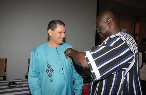 OOAS: Le Directeur Général élevé au rang de Chevalier de l'Ordre National au Burkina Faso