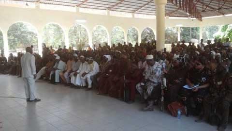 Le ministre Simon Compaoré face à la confrérie des dozos à Bobo-Dioulasso
