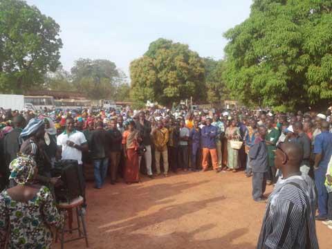 Bobo- Dioulasso:  Les agents des collectivités ont marché contre la trésorerie régionale