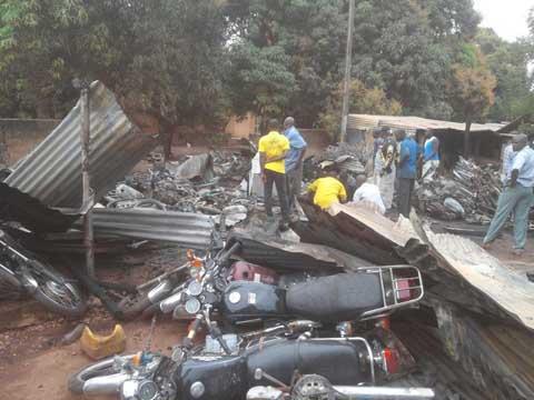 Bobo- Dioulasso: Le marché des mécaniciens revendeurs des engins à deux roues a pris feu