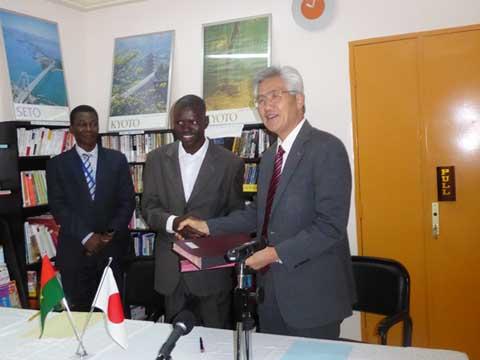 Extension du centre médical Sakina: Le Japon offre près de 48 millions  de francs CFA