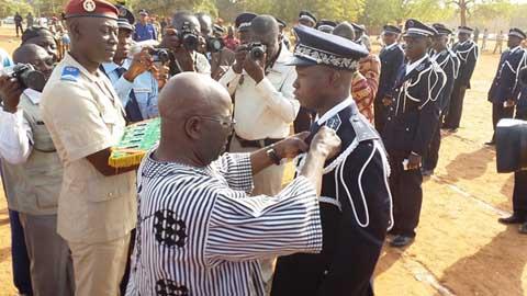 Décorations: 130 policiers reçoivent les reconnaissances de la Nation
