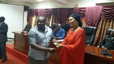 Maison de l'entreprise du Burkina Faso: Des cartes de membres pour des services préférentiels de qualité