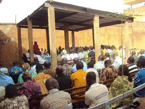 Fête de la nativité à Ouahigouya: Mgr Justin Kientéga partage la joie de Noël avec les détenus