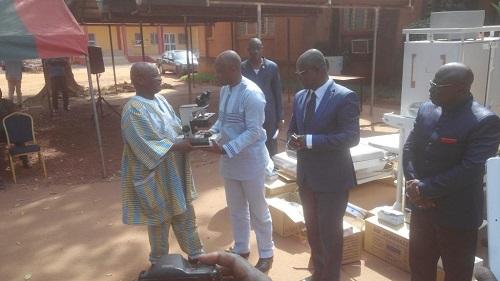 Le Centre Hospitalier Universitaire Souro Sanou a reçu des équipements biomédicaux d'une valeur de 700 000 000 de francs CFA