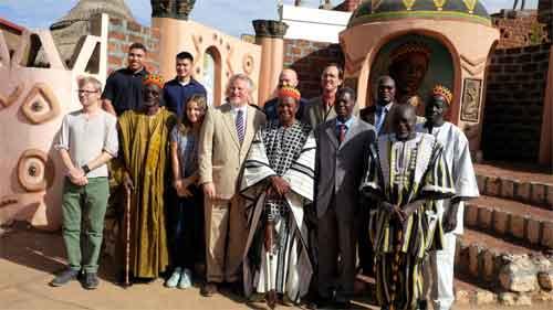 Chefferie Traditionnelle: L'Ambassadeur des Etats-Unis au Burkina, Andrew Robert Young, chez le chef d'Issouka