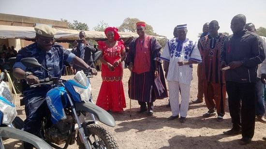Boussé: Le député Raphäel Kouama  remet quatre motos à la gendarmerie