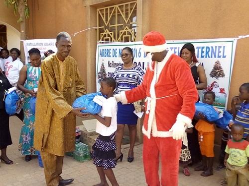 Hôtel maternel de Ouagadougou: Papa Noel était avec les pensionnaires
