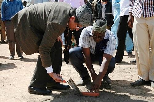 Communauté Ahmadiyya: Les premières pierres d'un centre ophtalmologiquede référence