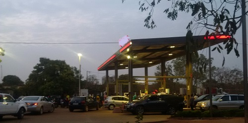 Grève des chauffeurs routiers: La crainte d'une rupture de carburant provoque une ruée dans les stations-services