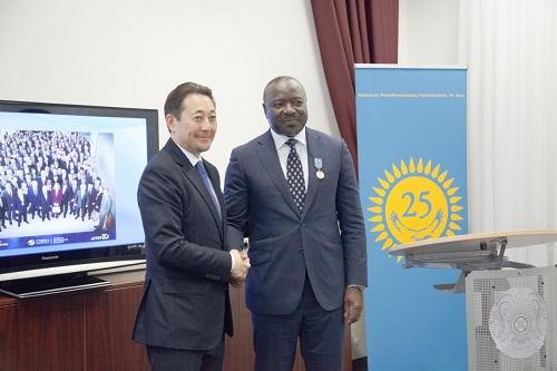 Essais nucléaires: Notre compatriote Lassina ZERBO décoré par le Kazakhstan