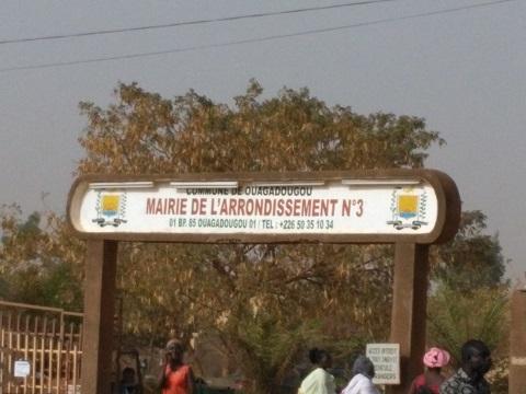 Chantier de l'échangeur du nord: Sit-in devant la mairie de l'arrondissement 3 de Ouagadougou