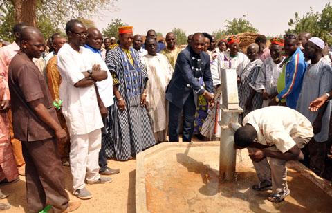 Eau potable et assainissement: Le PDG de Abdoul Services international offre trois bornes-fontaines au village de Soubeiga