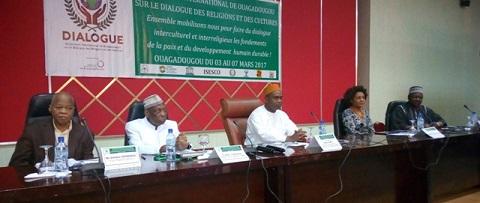 Symposium sur le dialogue des religions et des cultures: Vers l'adoption d'un plan d'action opérationnel