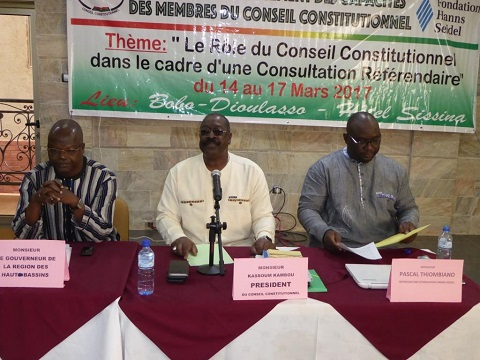 Consultation référendaire: Des membres du Conseil constitutionnel en formation