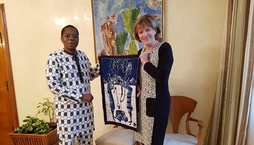 Ambassade du Burkina Faso à Vienne: L'Ambassadeur KERE, en tournée dans le Tyrol, installe le nouveau Consul honoraire d'Innsbruck