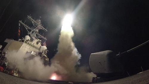 Bombardement américain en Syrie: «59 coups de hache amérindienne» en réponse à l'attaque chimique