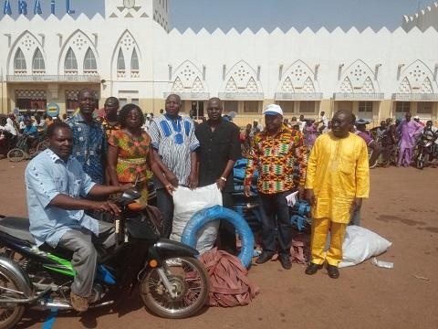 La direction générale de la SAP Olympic a remis un don d'une valeur de 2 000 000 de francs CFA aux personnes vivant avec un handicap de la province du Houet.