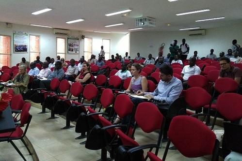 Innovation for Poverty Action: Résultats d'une étude sur l'impact de la gratuité de l'enseignement secondaire au Ghana.
