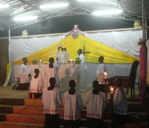 Célébration de la veillée pascale: les fidèles catholiques ont commémoré la résurrection du Christ à Bobo-Dioulasso
