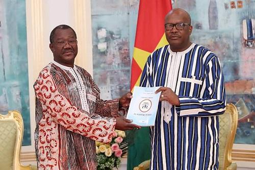 Présidence du Faso: La Cour des comptes dévoile le contenu de son rapport 2015 à Roch Kaboré