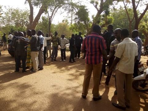 Mouvement d'humeur au ministère des infrastructures: Les travailleurs de nouveau en sit-in