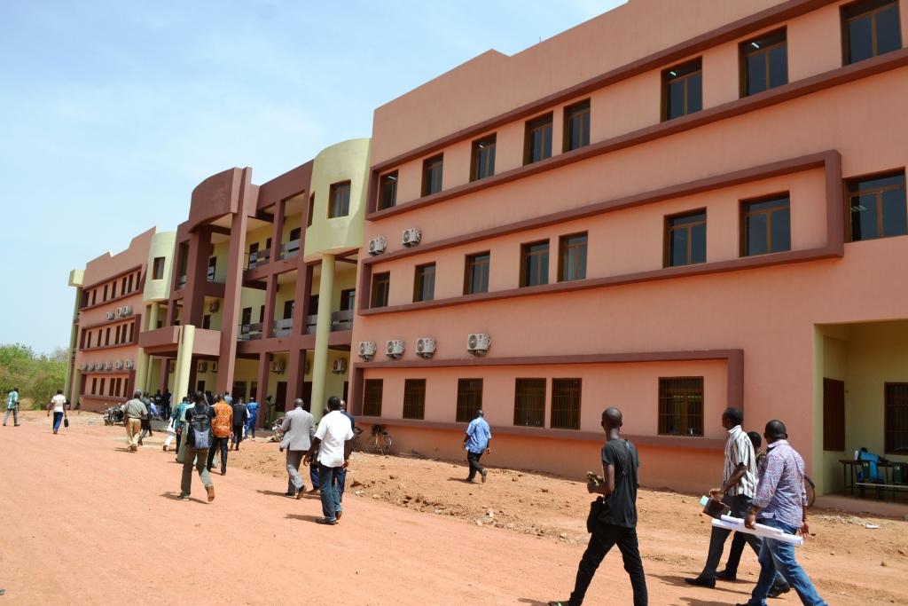 Enseignement supérieur: 3 025 livres pour les universités publiques, quatre infrastructures pédagogiques pour l'université Ouaga I/ Pr Joseph Ki-Zerbo