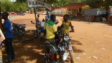 Taxi-moto à Fada: Un métier très critiqué qui nourrit néanmoins son homme