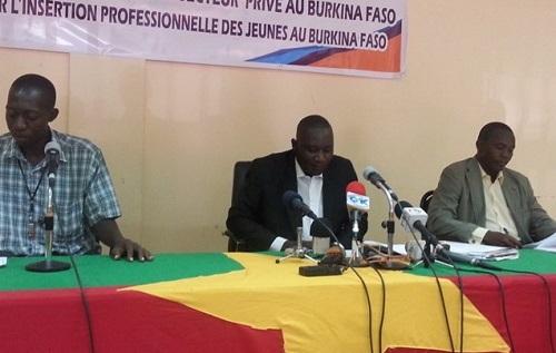 Marchés publics au Burkina: Des jeunes entrepreneurs dénoncent une concurrence déloyale des grands opérateurs économiques