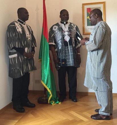 Ambassade du Burkina au Saint- Siège: Remise de distinctions à deux prêtres burkinabè