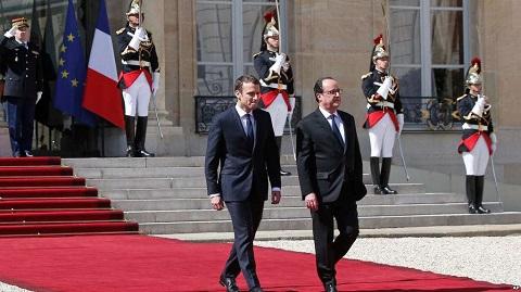 Emmanuel Macron débute sa marche