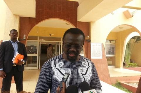 Assemblée nationale: Le rapport législatif  2016 remis au président du parlement
