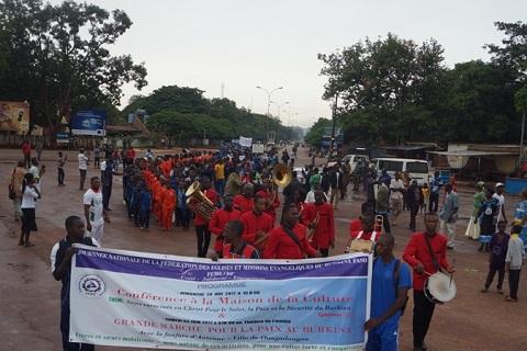 Bobo-Dioulasso: la Fédération des églises et missions évangéliques (FEME) a marché pour la paix et la sécurité au Burkina Faso.