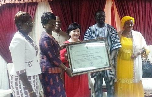 Pratiques traditionnelles néfastes à la santé des femmes et des enfants: Sika Kaboré, l'épouse du chef de l'Etat, investie ambassadrice de bonne volonté
