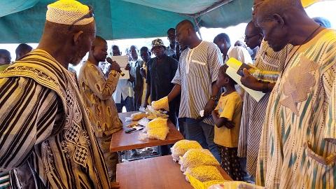 Agriculture: Une foire aux intrants met en contact fournisseurs d'intrants et producteurs agricoles du Bam