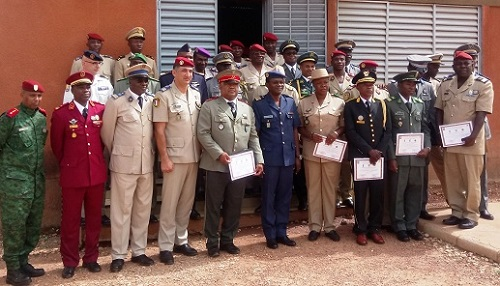 Ecole militaire technique: 20 officiers de 15 pays formés pour illuminer les ténèbres des champs de batailles