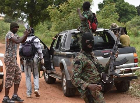 Côte d'Ivoire: Encore des ''tirs nourris'' dans des camps militaires