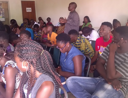 Crises familiales pendant l'adolescence: Le centre Woubri a encore formé enfants et parents