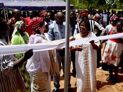 Bukina-Espagne: Algemesí Solidari inaugure un bâtiment de salles de classes pour 180 élèves au Burkina Faso.