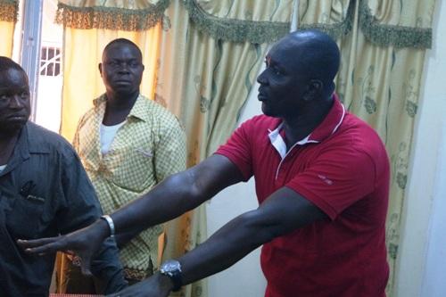 Arrêt de travail des chauffeurs routiers du Burkina: Une plainte sera posée contre X, selon le président de l'UCRB, Brahima Rabo